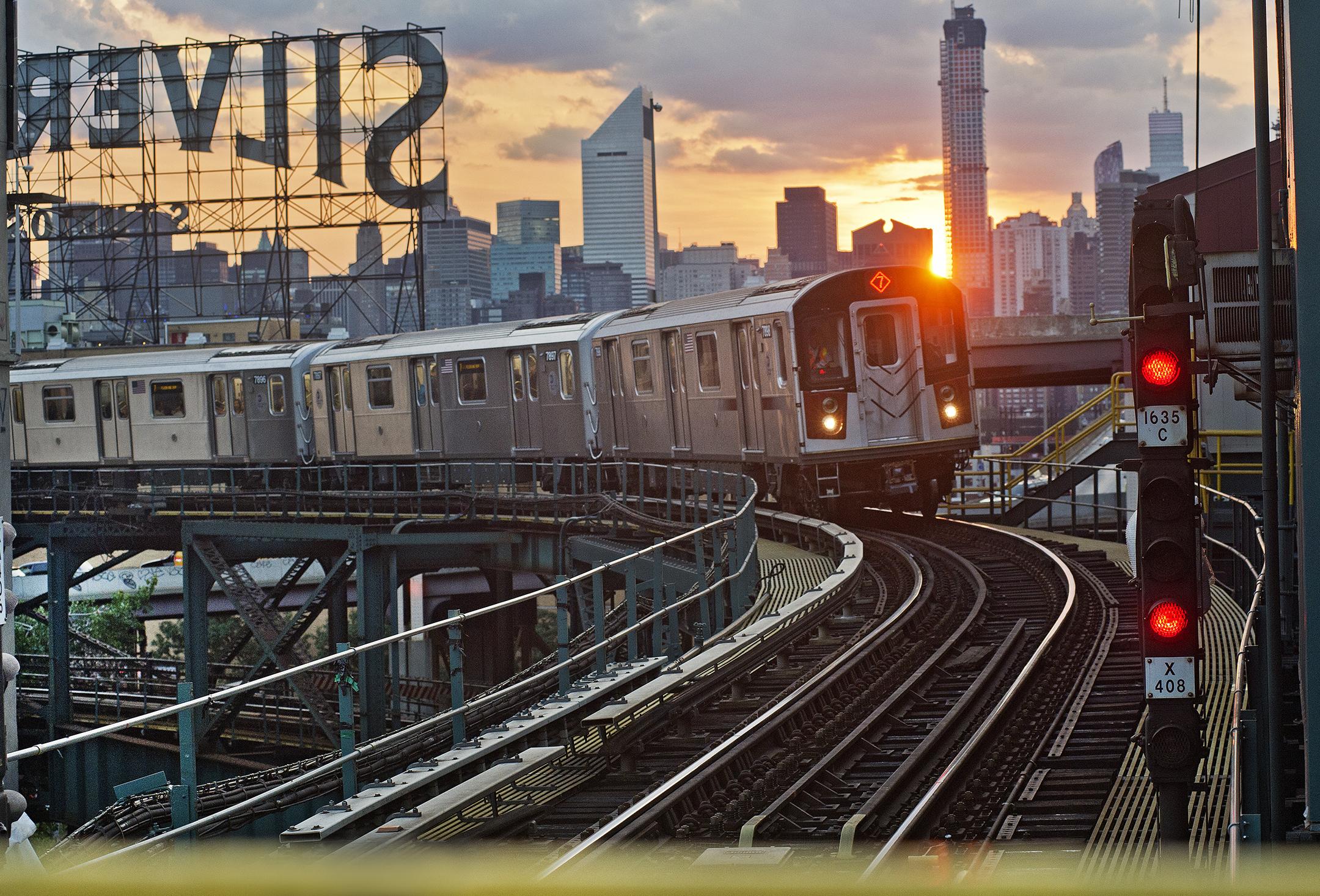 美国纽约百年地铁通车 周边新建案量与房价井喷